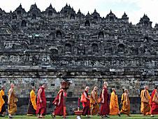 Monjes en los templos.