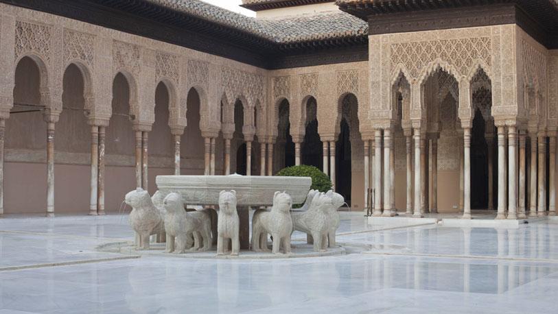 El blanco patio de los leones espana ocholeguas for De donde viene el marmol