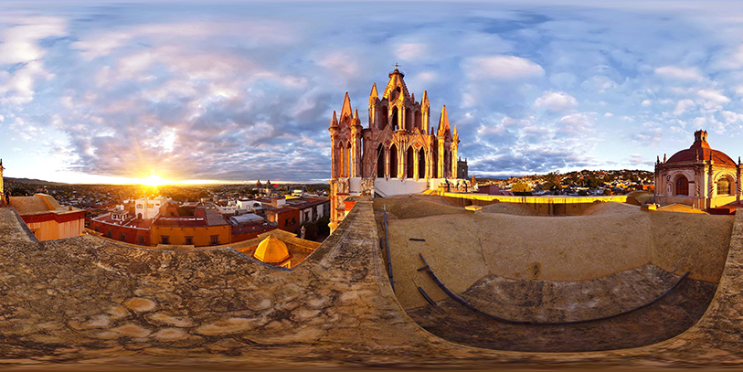 Pinche en la imagen desde la que divisa San Miguel de Allende. Le aguarda un viaje espectacular a través de la pantalla.