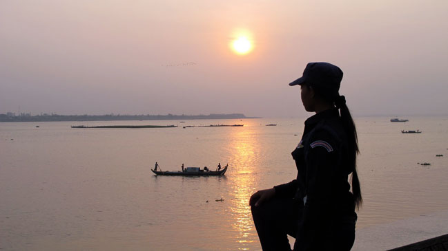 .- Amanecer en el punto donde el río Tonle y el Mekong se encuentran.