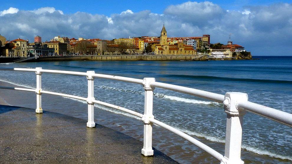Gij n el destino del verano espana ocholeguas for Oficina de turismo gijon