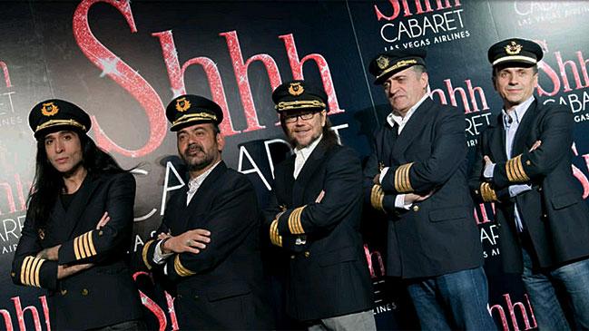 Los cinco maestros de ceremonias que ir�n a bordo del vuelo directo Madrid-Las Vegas.