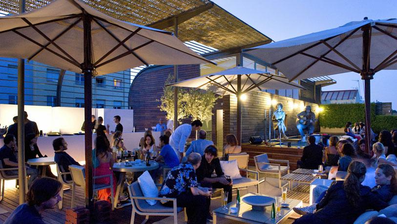 Doce terrazas de hotel para pecar otrosmundos for Terrazas de hoteles en barcelona