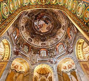 Basilica di Sant�Apollinare Nuovo, uno de los iconos de la ciudad italiana.