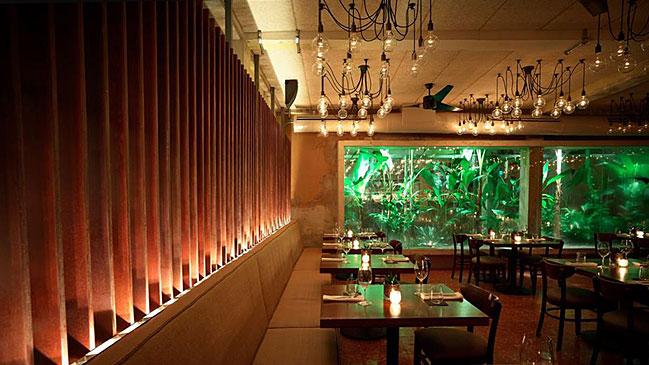 A la izquierda, el restaurante Pikayo del chef Benet. A la derecha, uno de los platos del chef Santaella.