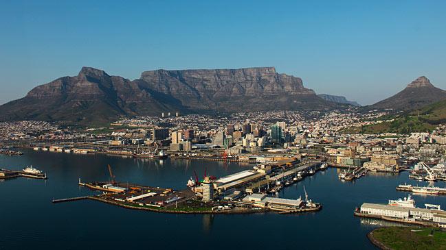 El centro de la ciudad con la Table Mountain de fondo.