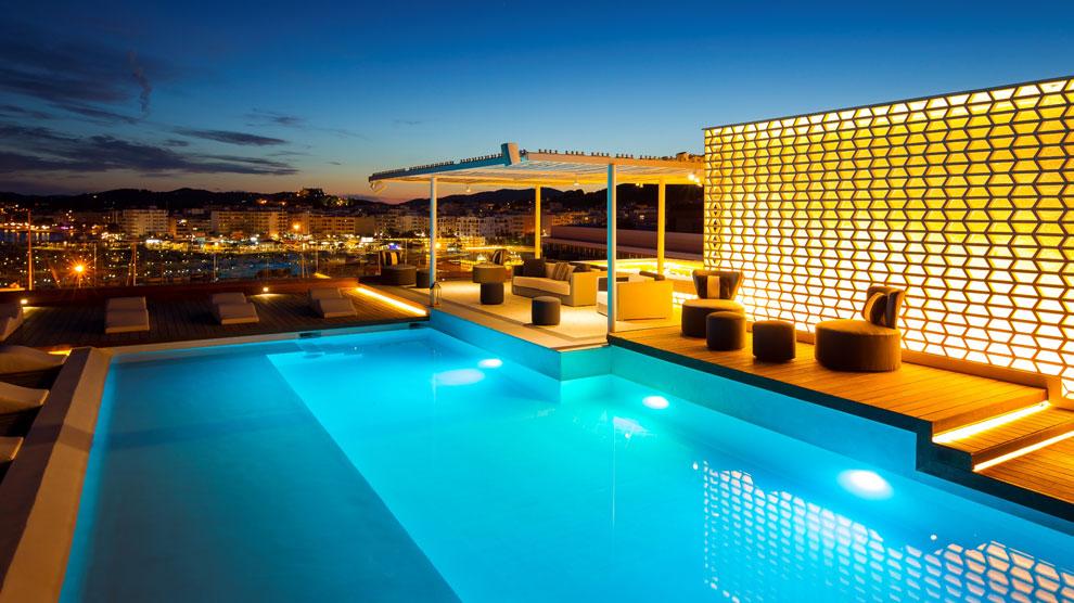 Feng shui de lujo en ibiza hoteles ocholeguas for Hoteles con piscinas