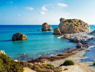 La playa de Petra tou Romiou, o el lugar chipriota de donde emergi� la diosa Afrodita.   Fotograf�as: Shutterstock