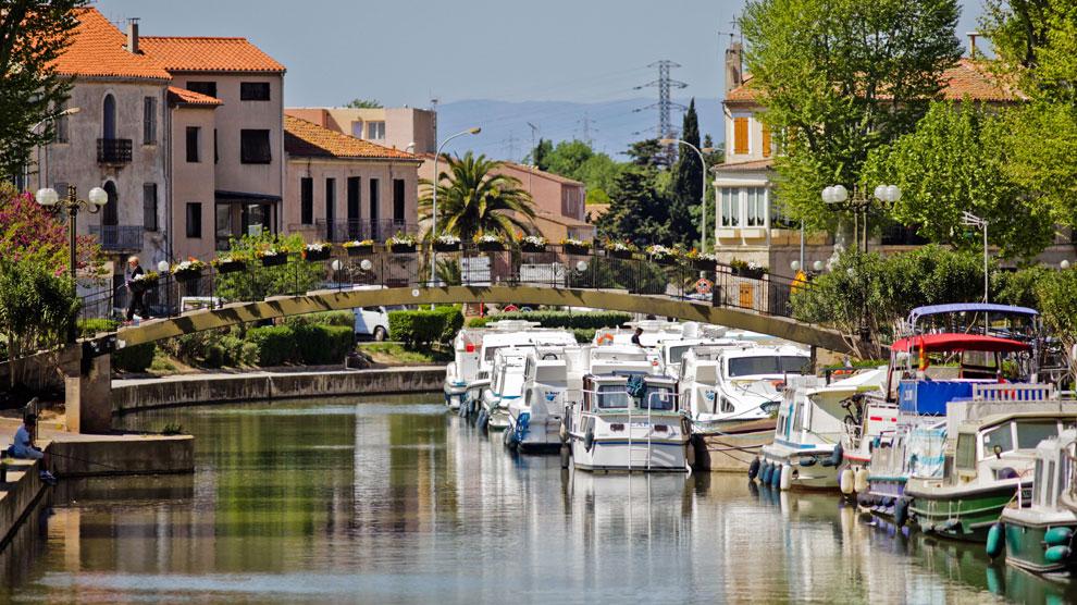 El Canal de la Robine del río Aude a su paso por la ciudad de Narbona.