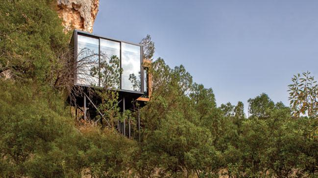 Rodeado de monta�as, el hotel Vivood se esconde en el valle alicantino de Guadalest.