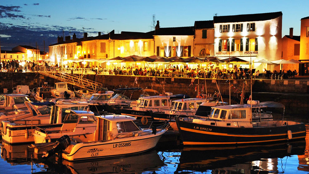 El puerto de la capital, Saint-Martin-de-Ré, es el epicentro de la vida en la isla.