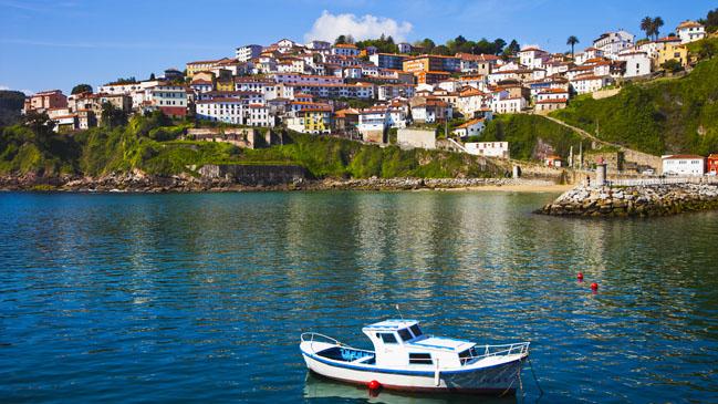 Bah�a de Lastres con sus casitas tradicionales y su encanto pesquero.