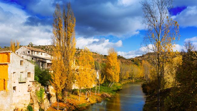 El río Tajo a su paso por Trillo, en la provincia de Guadalajara. | Foto: Shutterstock